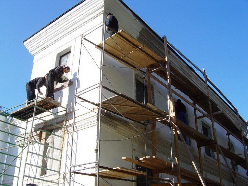 Заниматься ремонтом фасадами